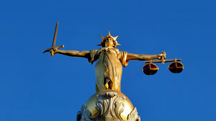 Lady of justice on old bailey in article about legal aid cuts